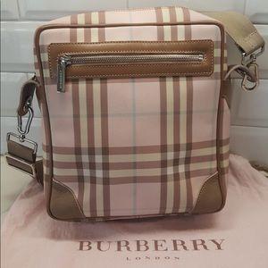 🎉Host Pick🎉 BURBERRY Candy Nova Shoulder Bag